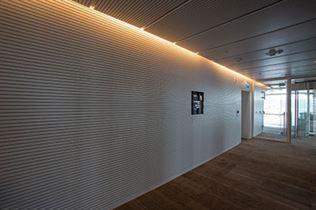 IMG_2973-קירות-ותקרות-המבואות---לוחות-אקוסטיים-לבנים-(FANTONI)-29.8.14--צילום-מור-דגן