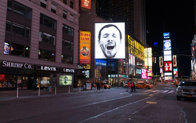 sebastian-errazuriz-yawning-new-york-times-square-designboom-04