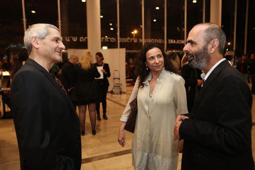 מעצבת התאורה מיכל קנטור ובעלה אדריכל אנריקו סגרה, עם גיורא אוריין