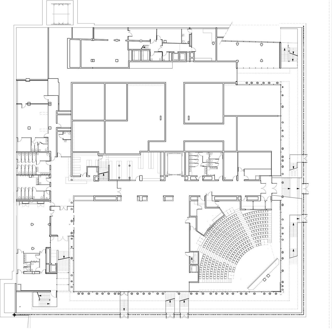 קומת הקרקע התחוּמה בריבוע פשוט. חתך האורך מראה את עיצוב עמודי הבניין עם דימויים של גבעולים, צמחי מים, אצות או עצמות בעלי חיים ימיים