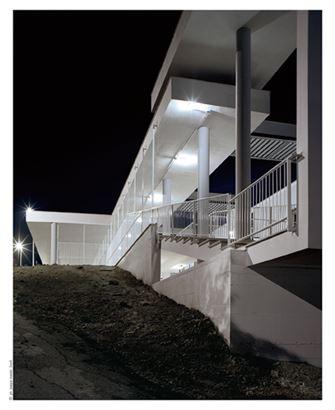 מעלה המדרגות המקורה החיצוני שמחבר בין קומה הראשונה לשנייה.