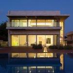 הפרדוקסאליות של הבתים הלבנים