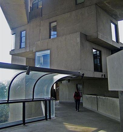 51e8518be8e44e33c3000010_ad-classics-habitat-67-moshe-safdie_habitat_67_montreal_close-up_cropped