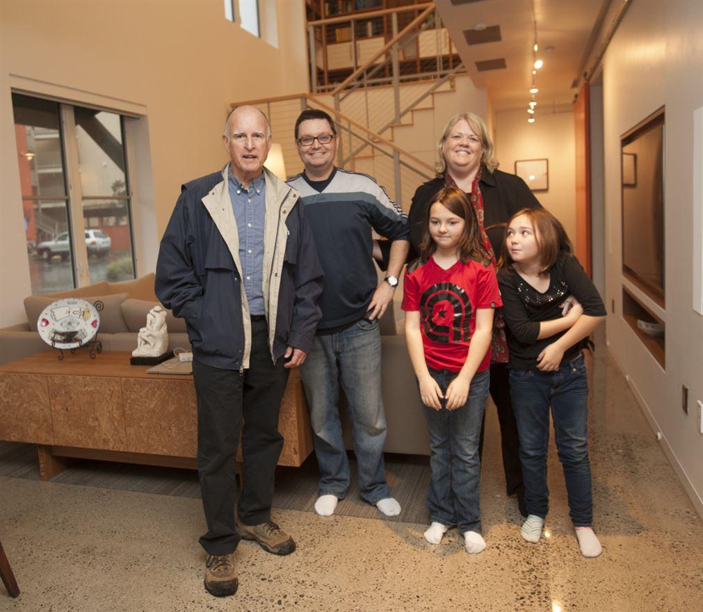 המושל יחד עם משפחת בנט
