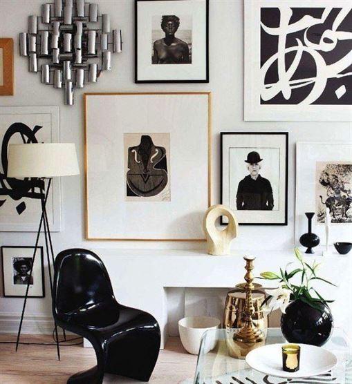 שחור + לבן: יצירות אמנות חד גוניות או שחורות ולבן מסגרת במגוון רחב של מסגרות פשוטות, דקות. שמירה על נושא תסייע להבטיח שקיר הגלריה שלך לא ירגיש כמו אוסף של אמנות סופר אקראיות.