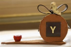 קינוח בעיצוב האופנאי Gaspard Yurkievich עבור Cafe de la Paix