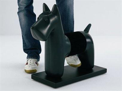 כלבלב חשמלי להברשת נעליים. הביטאט