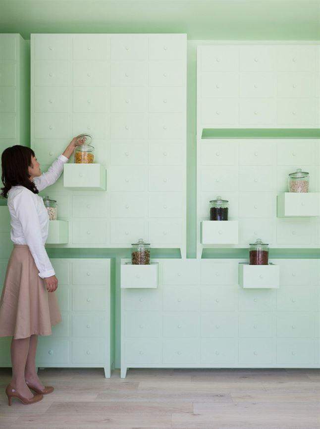 id-sumiyoshido-kampo-lounge-clinic-acupuncture-moxibustion-japan-designboom-03