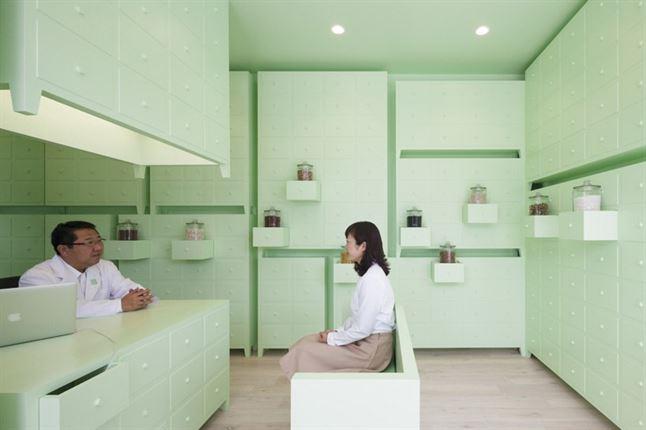 id-sumiyoshido-kampo-lounge-clinic-acupuncture-moxibustion-japan-designboom-05
