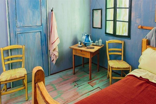 art-institute-of-chicago-airbnb-van-gogh-bedroom-designboom-02