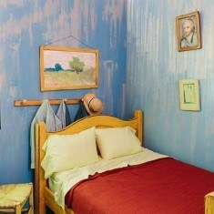 art-institute-of-chicago-airbnb-van-gogh-bedroom-designboom-03