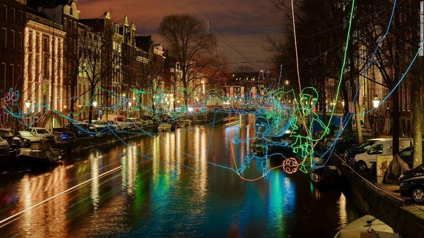 פסטיבל האור והאמנות באמסטרדם מתקיים מדי שנה, עם אמנים מכל העולם