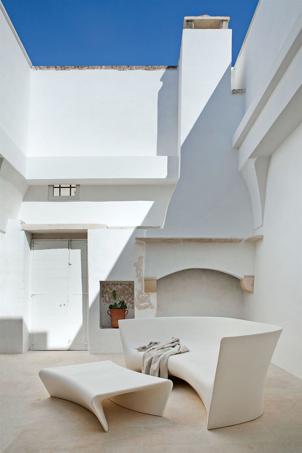 f1_palomba_serafini_house_salento_photo_francesco_bolis_yatzer