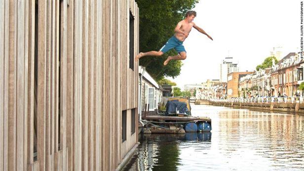 Muntboot אוטרכט - תוכנן ונבנה על ידי BYTR אדריכלים, Muntboot יושב על תעלה שקטה באוטרכט, עיר בהולנד הידועה בנתיבי המים שלה מימי הביניים.