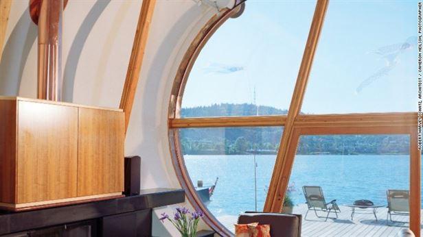 "Residence פורטלנד – 200 מ""ר כוללים יחידת הורים בסגנון לופט וכן שטח מגורים פתוח. חלון זכוכית מהרצפה עד לתקרה, משקיף אל הנהר."