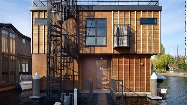 פרויקט בסיאטל של Northwest אדריכלים, בהשראת מחסני המרינה בני המאה ברציפים, האדריכלים יצרו בית מודרני עם נגיעות היסטוריות, בצורה תעשייתית, קורות פלדה, בטון מלוטש ומדרגות לולייניות בכלוב.