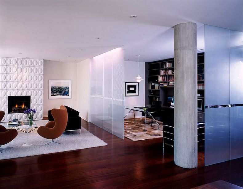 Frosted-glass-room-divider-separates-the-modern-living-room-from-the-beautiful-home-office