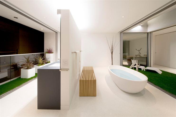 20_danbrunn_flipflop_shigeta_bathroom-comp
