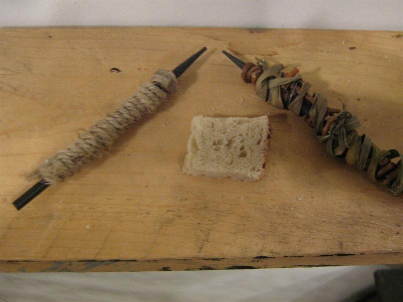 העפרונות הראשונים. המחק היה עשוי מפרוסת לחם
