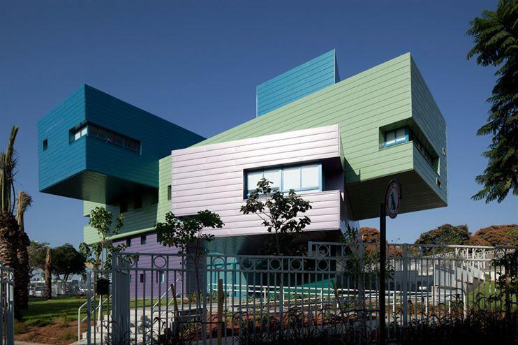 """בית ספר ע""""ש רון ורדי בראשון לציון, בתכנון אדריכל דוד נופר"""
