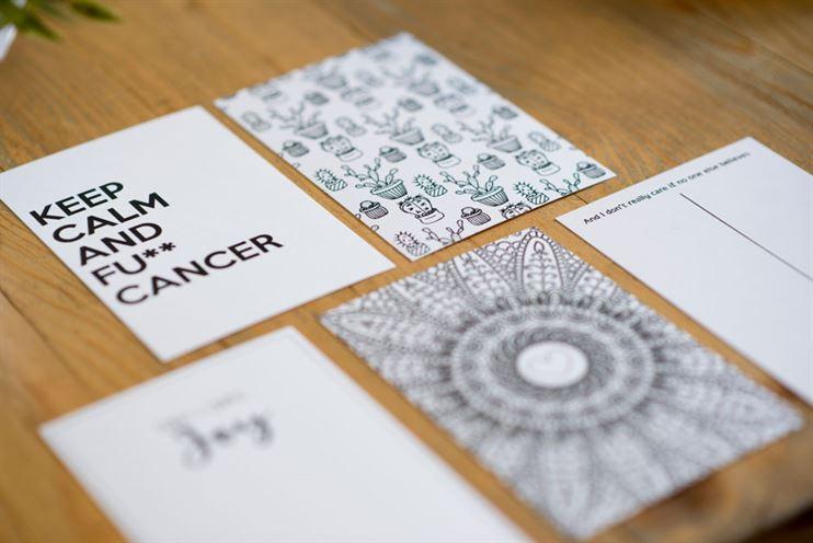 סטודיו moon מייצר גם מבחר מוצרי נייר נלווים לשיפור מצב הרוח של החולים - גלויות, כרטיסי ברכה, טו דו ליסט וכיו'