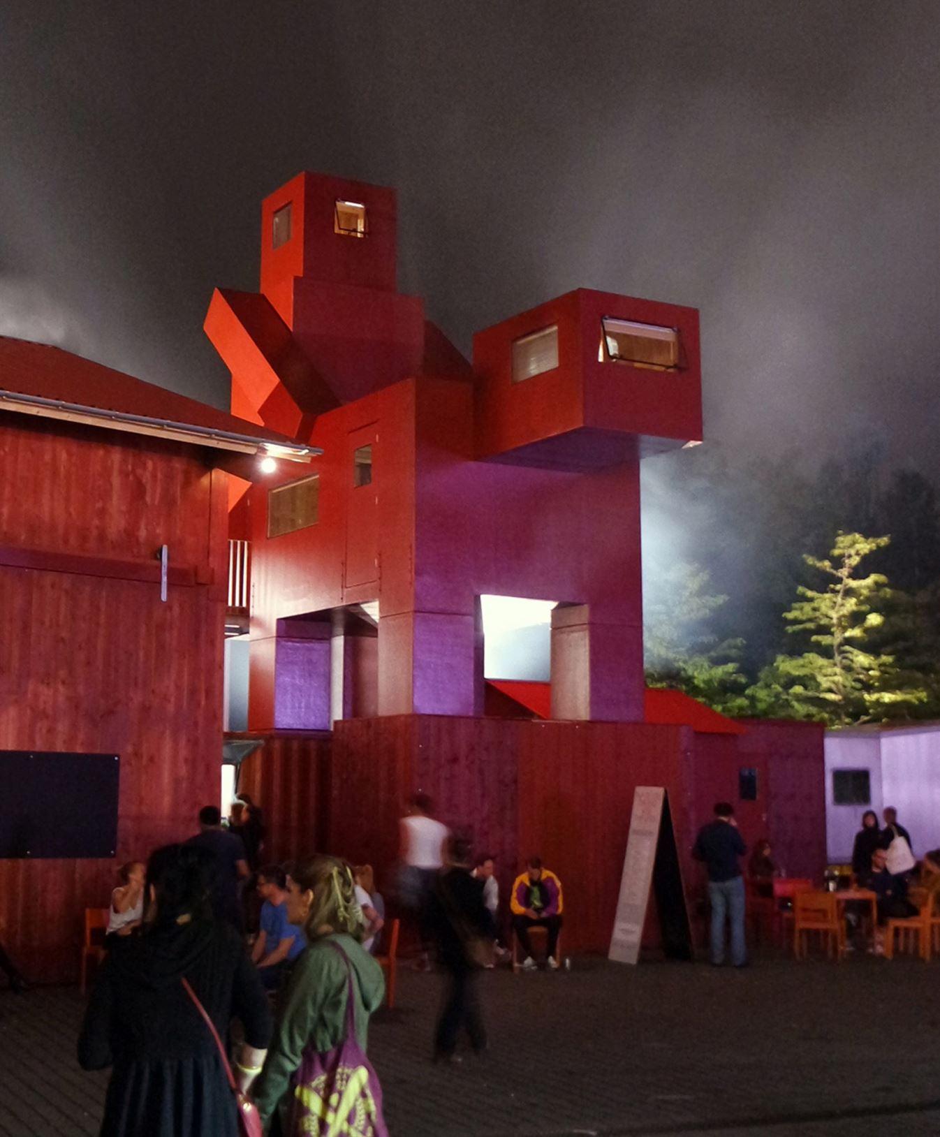 louvre-bans-atelier-van-lieshout-sculpture-news_dezeen_2364_col_1-e1507114865513-1704x2062