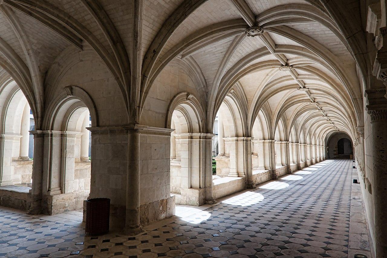 1280px-Abbaye_Fontevraud_-_Cloître_du_Grand-Moûtier