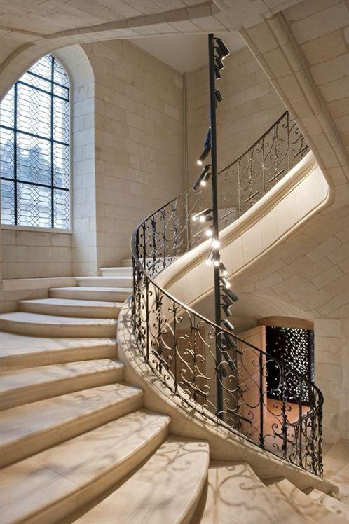 7de7071d5638a2e5780a80a8c147cbb1--loire-valley-france-grand-staircase