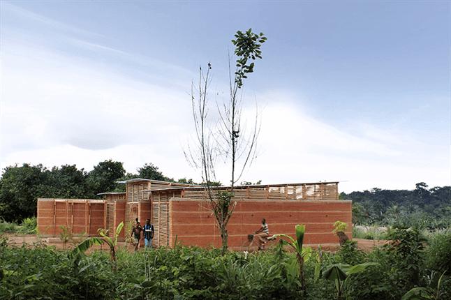 בית ספר בגאנה, מטשטש חוץ ופנים