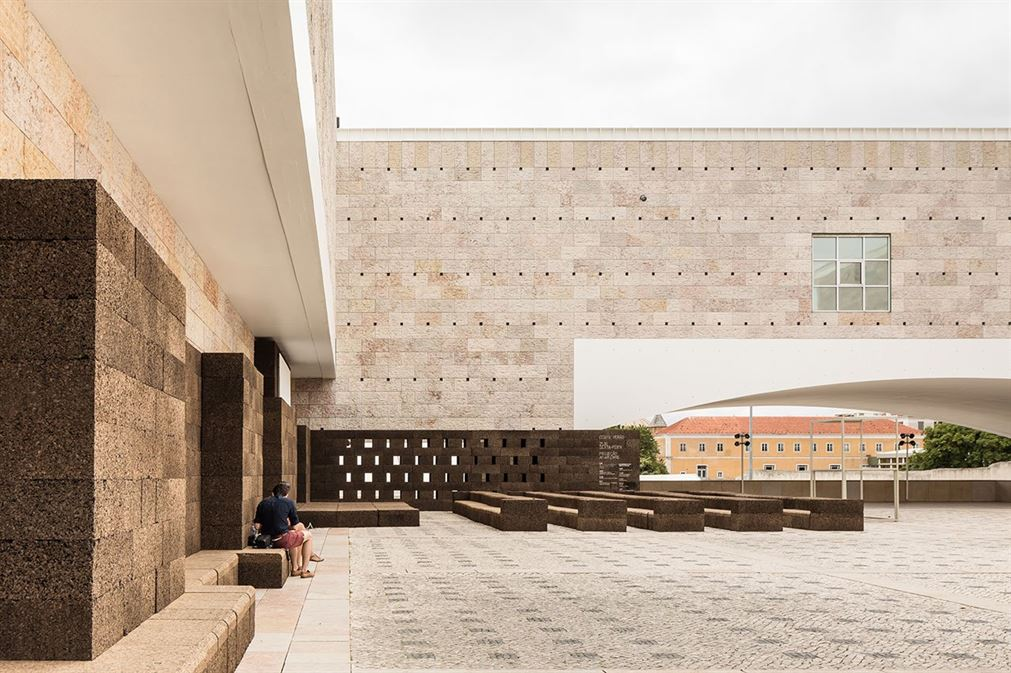 f3_jose_neves_a_square_in_summer_belem_cultural_center_lisbon_yatzer