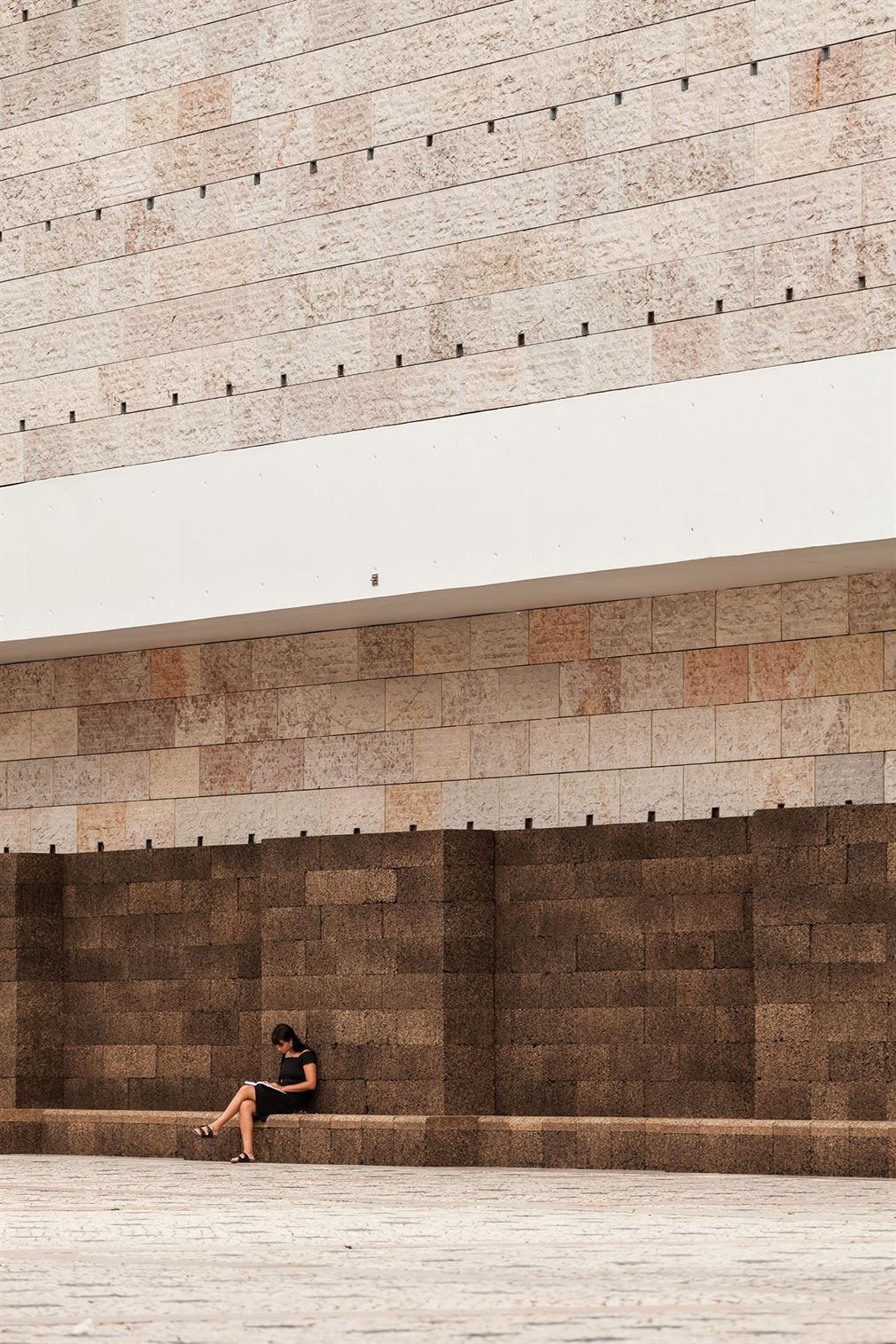 s1_jose_neves_a_square_in_summer_belem_cultural_center_lisbon_yatzer