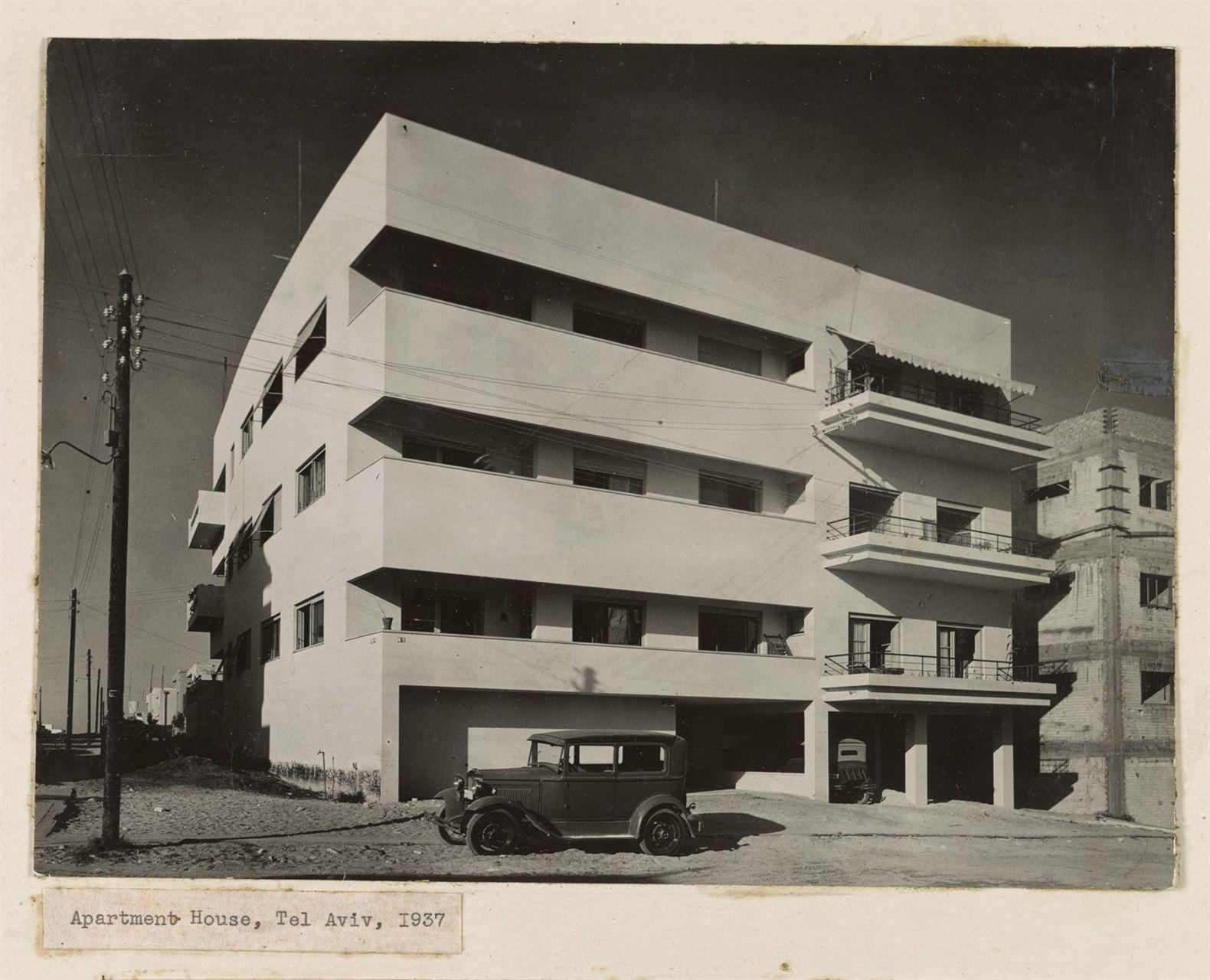 1.-Elsa-Gidoni-Apartment-house-Tel-Aviv-2000x1621