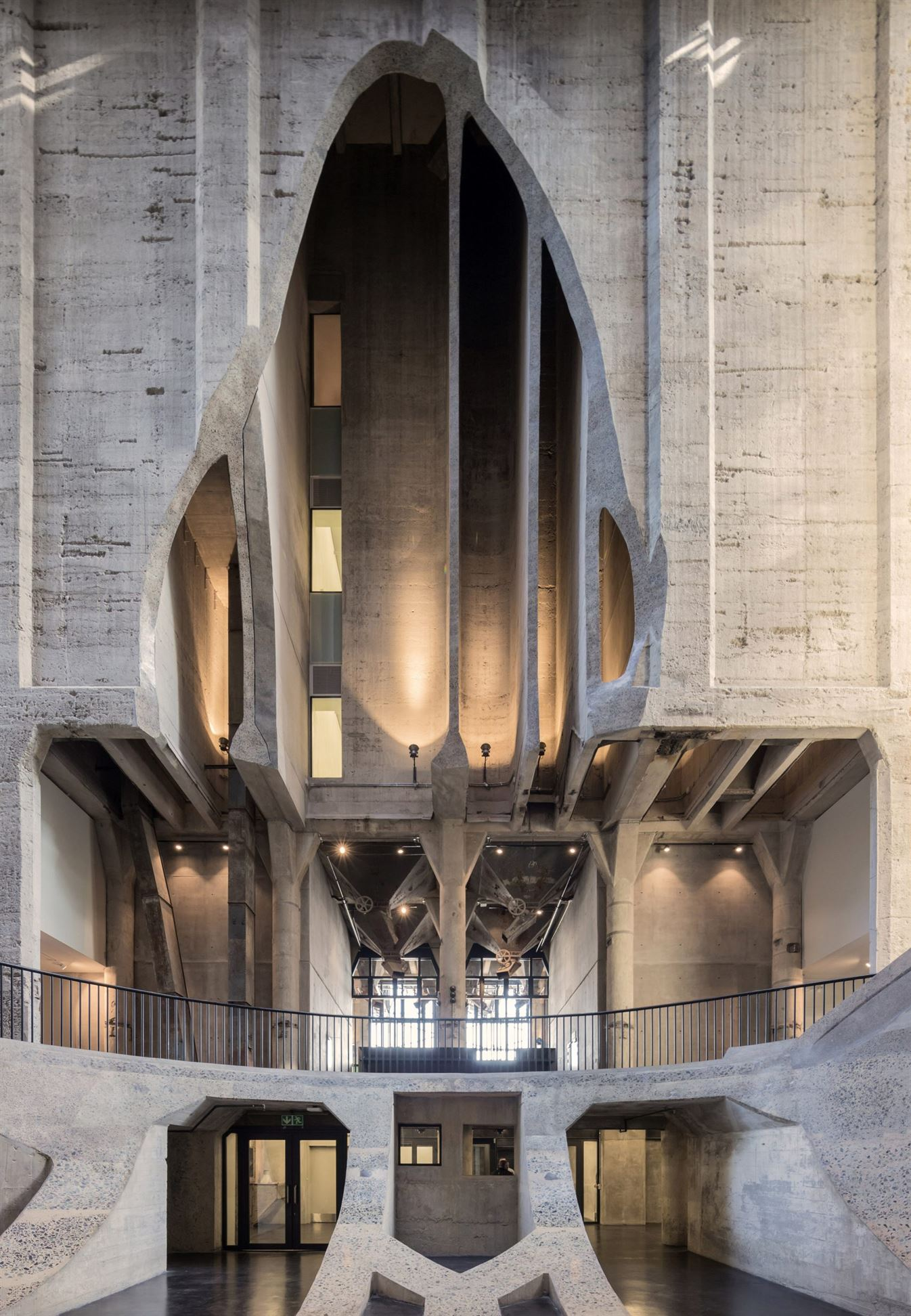 heatherwick-architecture-cultural-galleries-v-and-a-south-africa-interior_dezeen_2364_col_2-1704x2462