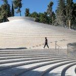 אתר ההנצחה בהר הרצל, בנוי כמשפך לבנים לתוך הקרקע