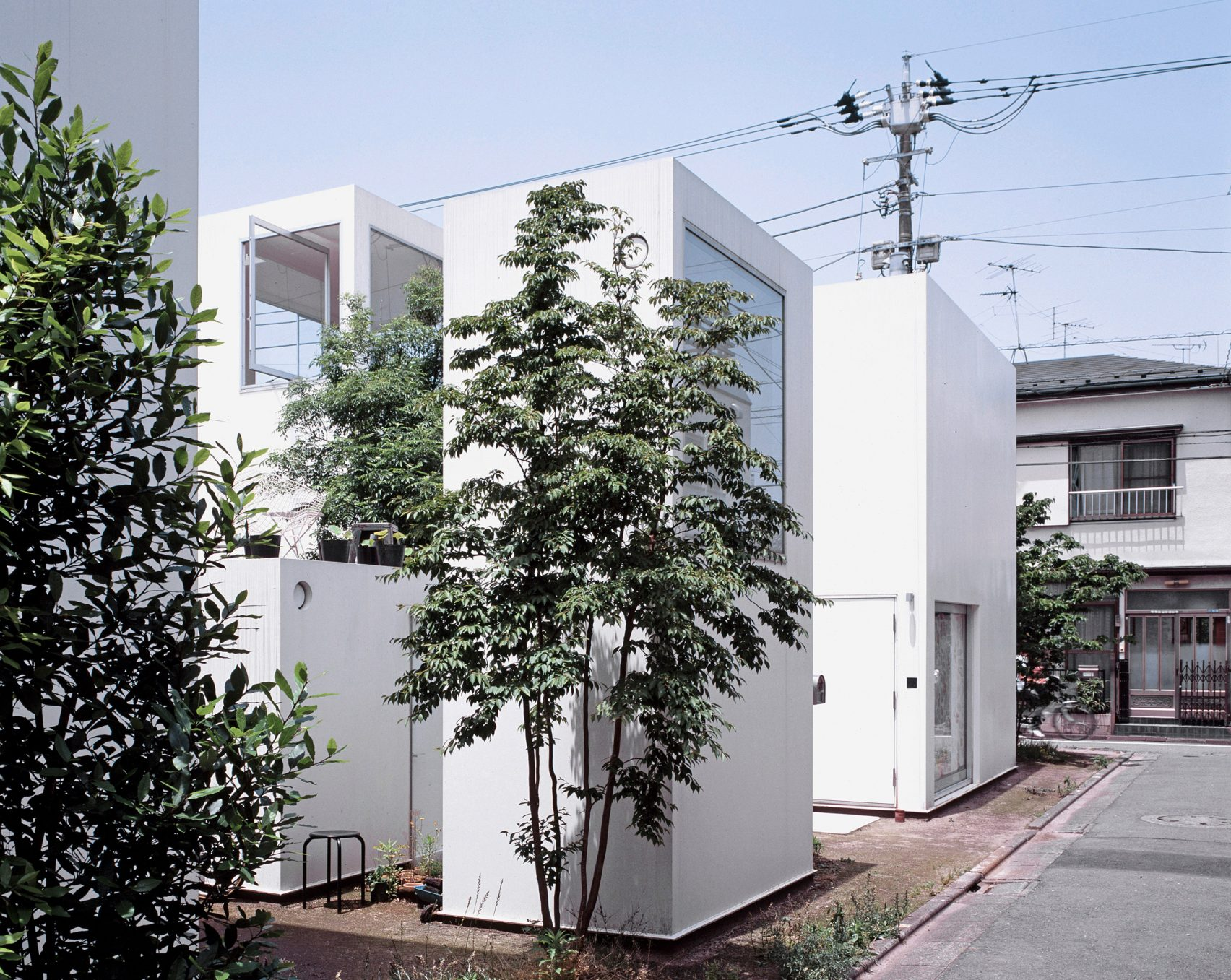 moriyama-house-photos-edmund-sumner-architecture-photography-residential-japan_dezeen_2364_col_1-1704x1357