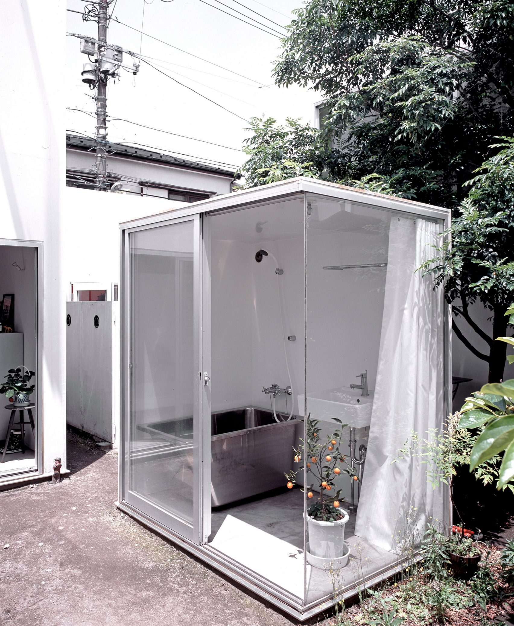 moriyama-house-photos-edmund-sumner-architecture-photography-residential-japan_dezeen_2364_col_14-1704x2077