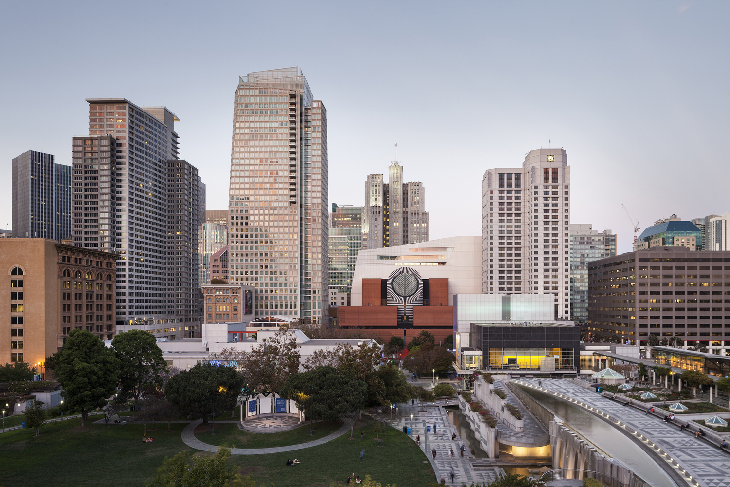 1._The_new_SFMOMA__view_from_Yerba_Buena_Gardens__photo_©_Henrik_Kam__courtesy_SFMOMA