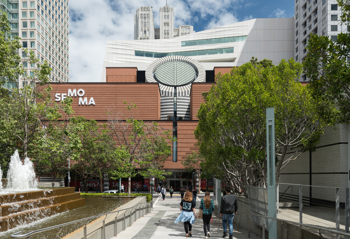 4._The_new_SFMOMA__view_from_Yerba_Buena_Gardens__photo_Jon_McNeal__©_Snøhetta