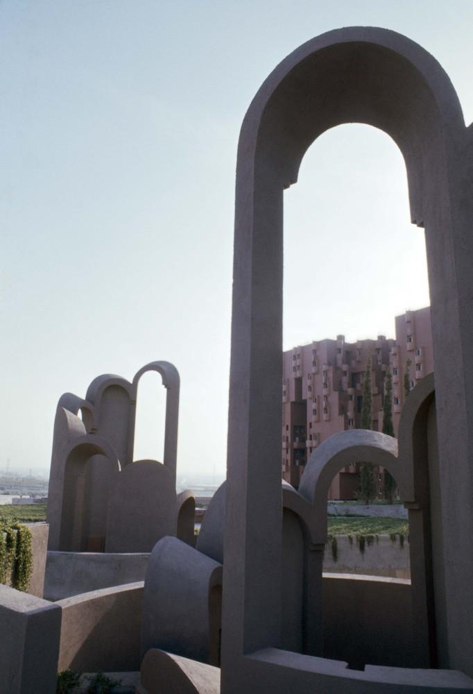 Ricardo_Bofill_Taller_Arquitectura_SantJustDesvern_Barcelona_Spain_OutdoorSpaces_(19)