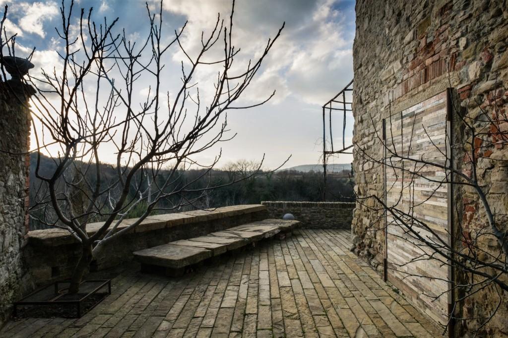 האדריכל שעיצב את חנויות פרדה בעולם, פותח את דלתות ביתו בטוסקנה