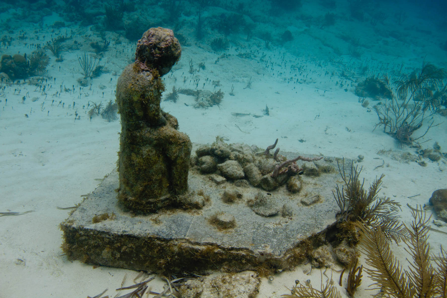 Jason-DeCaires-Taylor-Underwater-Sculpture-Inheritance