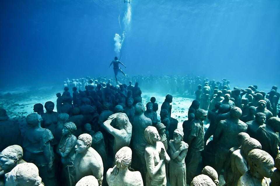 Silent-Evolution_Mexico_clean_diver_Jason-deCaires-Taylor_Sculpture