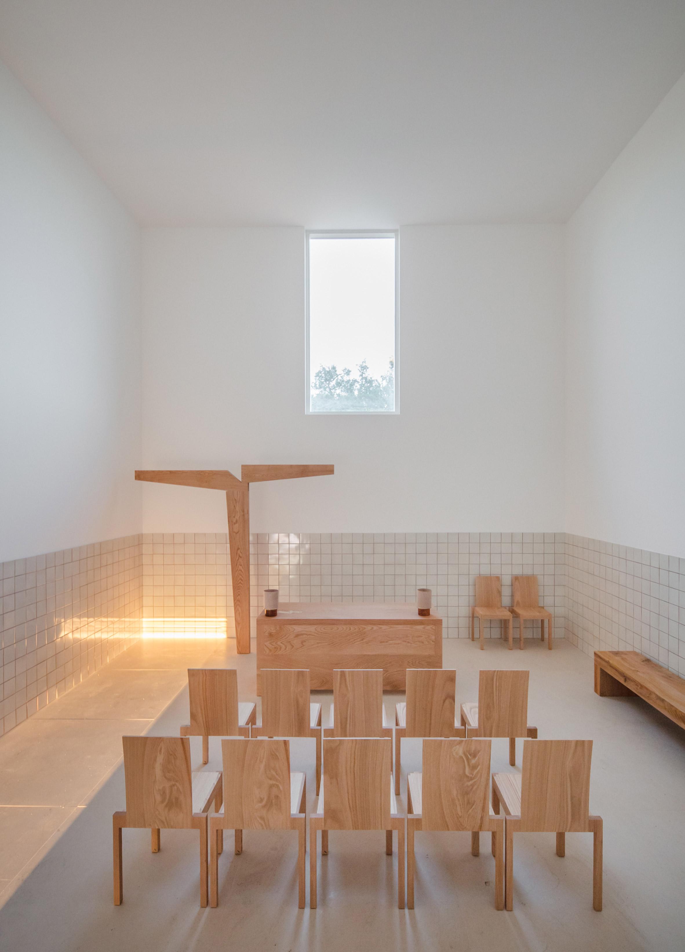 alvaro-siza-viera-capela-do-monte-chapel-algarve_dezeen_2364_col_14