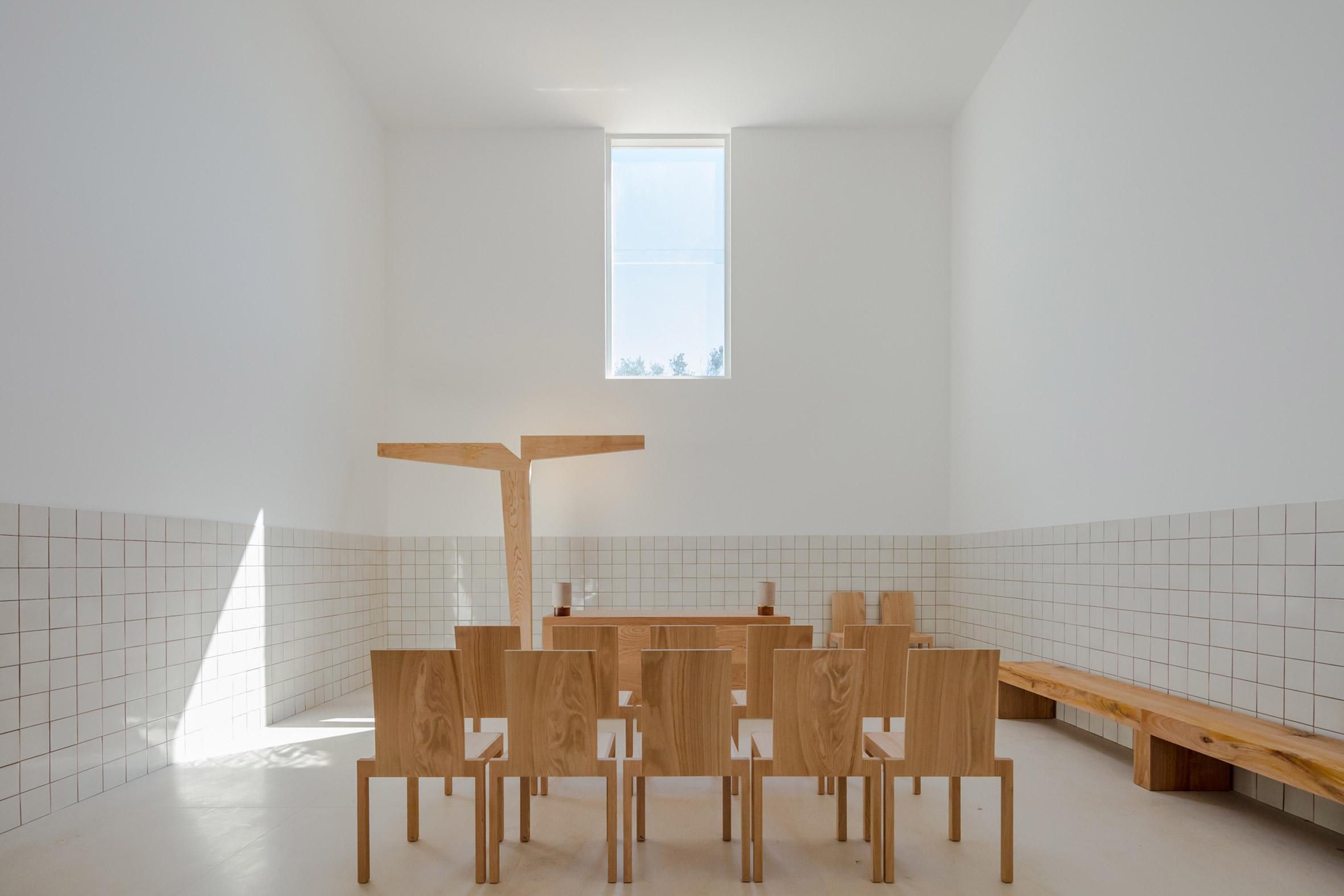 alvaro-siza-viera-capela-do-monte-chapel-algarve_dezeen_2364_col_6