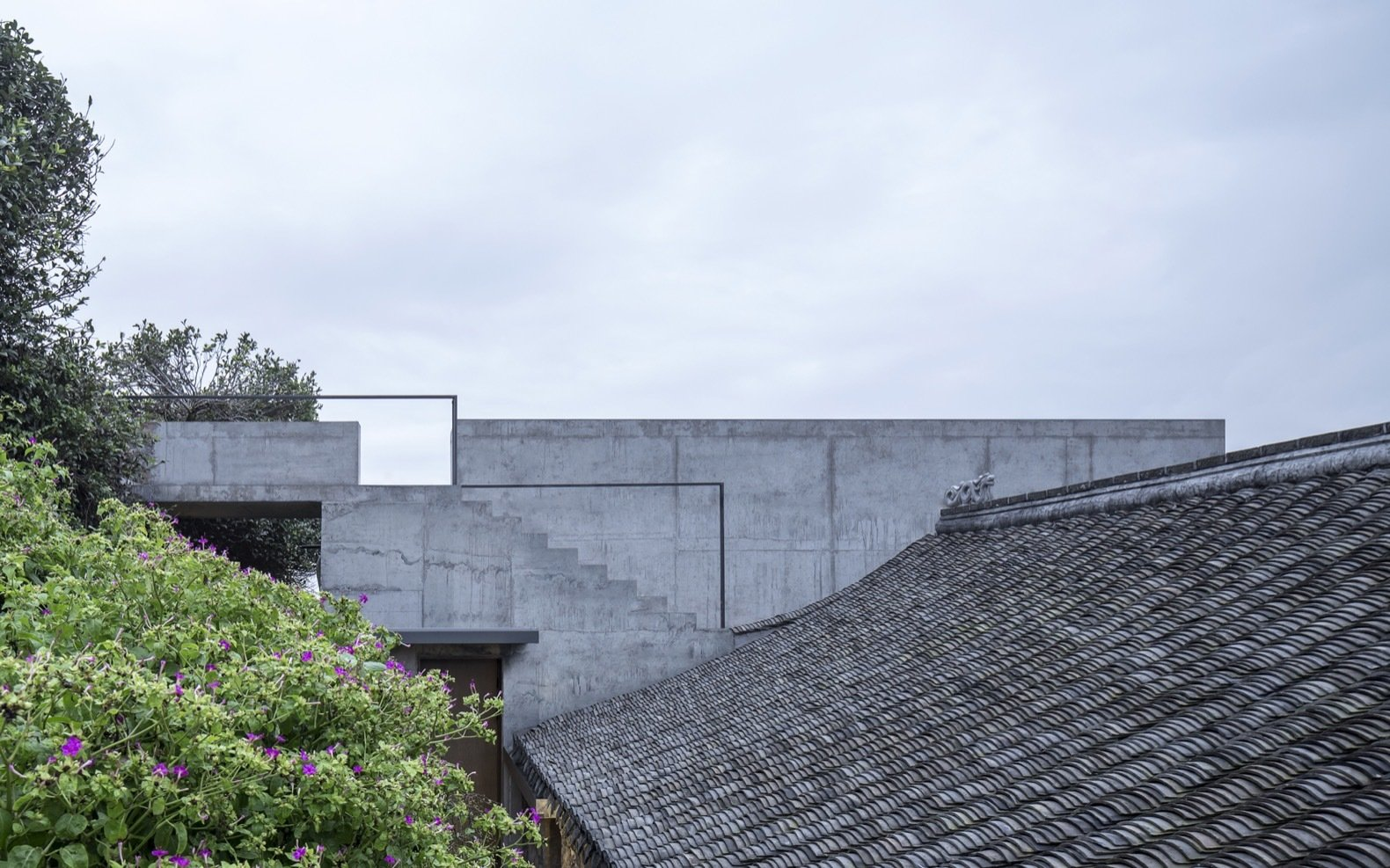 concrete-steps-lead-up-to-the-concretes-extensions-roof-deck-and-also-connects-to-the-courtyard-of-the-second-building