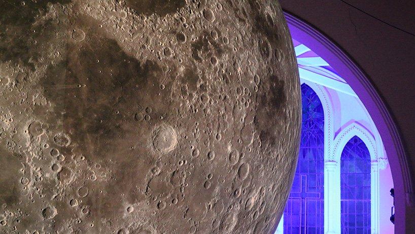 luke-jerram-museum-of-the-moon-designboom-07