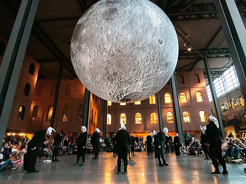 luke-jerram-museum-of-the-moon-designboom-8-1