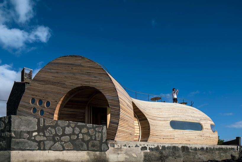 FCC-arquitectura-and-paulo-lobo-cellabar-portugal-designboom-03
