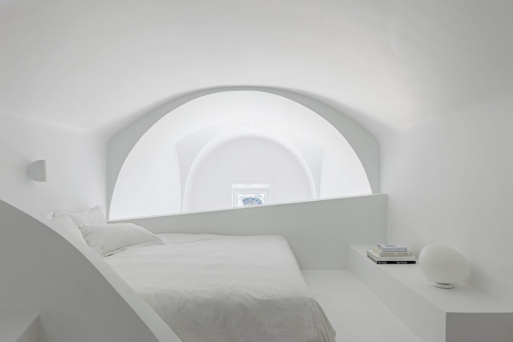 summer-residence-santorini-kapsimalis-architects-greece-architecture_dezeen_2364_col_1-1704x1136