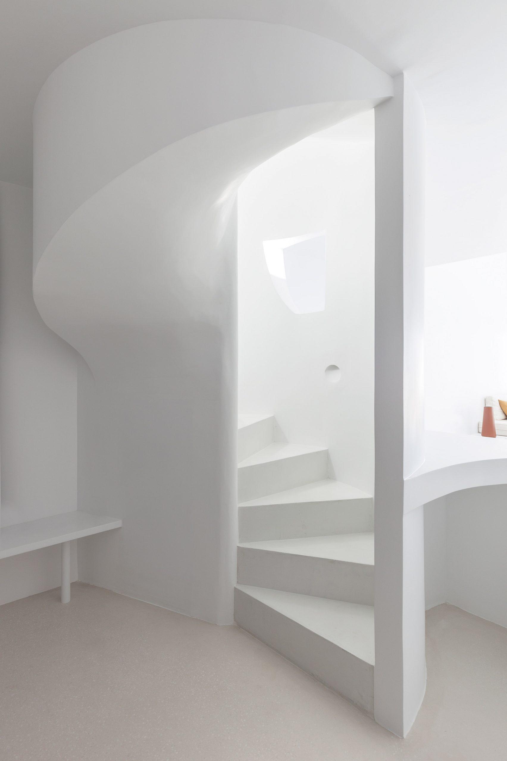 summer-residence-santorini-kapsimalis-architects-greece-architecture_dezeen_2364_col_24-1704x2556